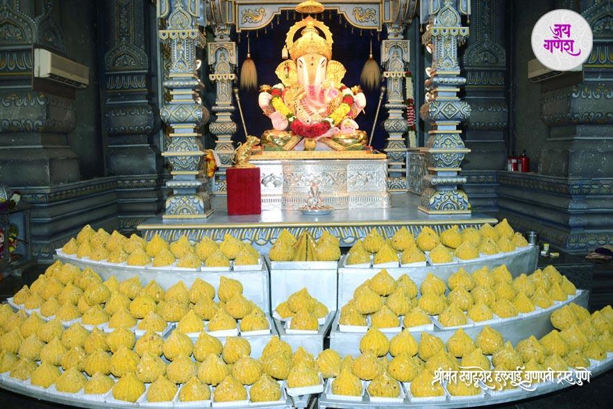 Dagadusheth_Ganapati_Mahanaivedya-2