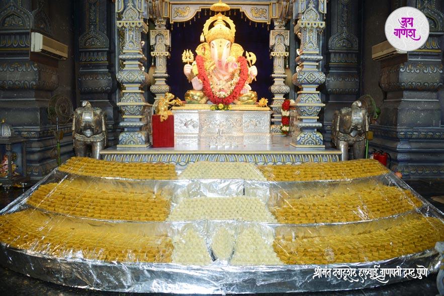 Dagadusheth_Ganapati_Mahanaivedya-4