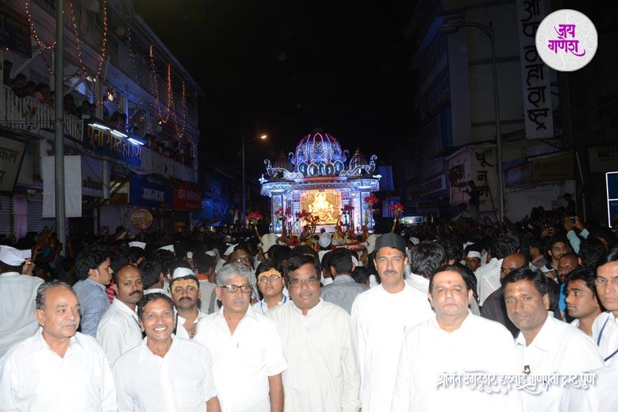 Dagadusheth_Ganapati_Visrajan_02